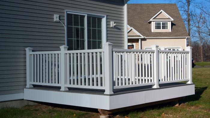 Que comprend le service d'installation de balcon et de rampe?